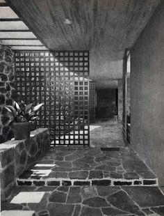Entrada a una casa en los Jardines del Pedregal, San Ángel, México DF c. 1955   Arq. Juan Martínez de Velasco -  Entrance to a house in the Gardens of Pedregal, San Angel, Mexico City c. 1955