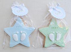 Galleta decorada para bautizo de niña!! Galletas originales de estrellas con los piececitos del bebé y con un packaging bonito!!