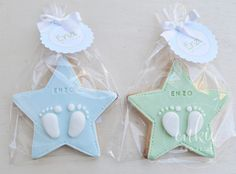 Galleta decorada para bautizo de niña!! Galletas originales de estrellas con los piececitos del bebé y con un packaging  bonito!!