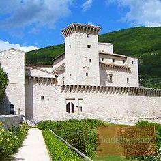 Rocca Flea, Gualdo Tadino,. Le prime testimonianze storiche risalgono al XII secolo. L'edificio, dopo essere stato ricostruito da Federico II di Svevia nel 1242, ha subito vari restauri e rimaneggiamenti più o meno cospicui.