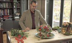 Een van de leukste dingen van de Kerst is misschien wel samen het huis versieren. De komende weken laat groenstylist Romeo Sommers van Greenyourday zien wat je allemaal kunt maken als kerstdecoratie. Kerstcreatie voor de tuintafel Niet alleen binnen, maar ook op de tuintafel zorgen kerststukken voor sfeer. Moeilijk te maken? Helemaal niet,Romeo laat zien…
