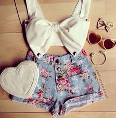 Girls, take a look at 15 Adorable Ways To Style Crop Tops This Summer. You can put it in various combinations, and the style can vary from casual to more formal. Crop Top And Shorts, Crop Top Outfits, Crop Tops, Short Outfits, Cropped Top, Cute Summer Outfits, Girly Outfits, Grunge Outfits, Cute Outfits