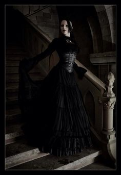 An excellent example of Neo-Victorian #Goth with an undercut and dreads... very lovely!