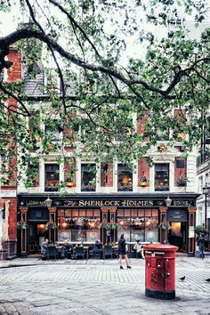 Sherlock Holmes Pub, Sherlock Holmes in London, England
