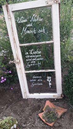 Garten Garten Garten The post Garten appeared first on Werkstatt ideen. Back Gardens, Outdoor Gardens, Date Photo, Le Hangar, Recycled Garden Art, Pinterest Garden, Diy Projects For Beginners, Garden Lamps, Garden Styles