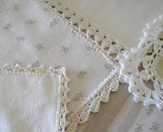 Manteles Silver Bedding, Linen Bedding, Tapetes Diy, Crochet Borders, Linens And Lace, Crochet Trim, Couture, Applique, Shabby Chic