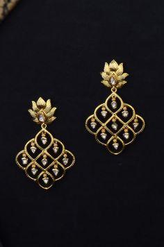 Jewelry Design Earrings, Gold Earrings Designs, Women's Jewelry, Indian Jewelry, Jewelry Stores, Beaded Jewelry, Jewelry Bracelets, Jewelery, Silver Jewelry Box
