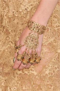 Gold bracelet and rings (Alexander Mcqueen 2012 spring collection) Estilo India, Bridal Accessories, Fashion Accessories, Lila Gold, Alexander Mcqueen, Hand Jewelry, Jewellery Box, Pearl Jewelry, Body Jewelry