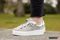 Hoe cute zijn deze grijze platform sneakers? Get yours: https://www.sooco.nl/tango-chantal-13-grijze-platform-sneakers-32071.html