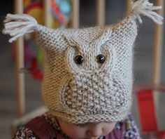 Ravelry: Chouette pattern by KatyTricot. Cutest owl on a square hat I've eve… Ravelry: Chouette pattern by KatyTricot. Cutest owl on a square hat I've ever seen. I wish someone could make this for my Eli! I have been looking for a cute hat for my boy! Baby Knitting Patterns, Knitting For Kids, Knitting Projects, Crochet Patterns, Owl Patterns, Knitting Charts, Easy Knitting, Knitted Owl, Knitted Hats