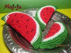 мастер-класс вязаная арбузная долька Crochet Fruit, Crochet Food, Crochet Dolls, Crochet Flowers, Crochet Hats, Crochet Mushroom, Crochet Home Decor, Crochet For Boys, Play Food