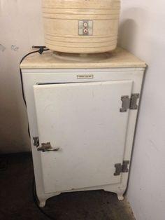 VINTAGE REFRIGERATOR GENERAL ELECTRIC MONITOR TYPE CK-2-B16 REFRIGERATOR ICE BOX