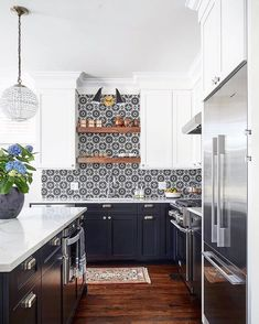 There is no question that designing a new kitchen layout for a large kitchen is much easier than for a small kitchen. A large kitchen provides a designer with adequate space to incorporate many convenient kitchen accessories such as wall ovens, raised. Black Kitchens, Cool Kitchens, Colorful Kitchens, Dream Kitchens, Beautiful Kitchens, Classic Kitchen, Küchen Design, Design Ideas, Design Concepts