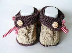 Strick- & Häkelschuhe - Babyschuhe Tracht - ein Designerstück von strickliene bei DaWanda