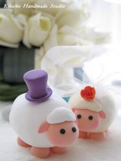 This is the most adorable wedding topper I've ever seen