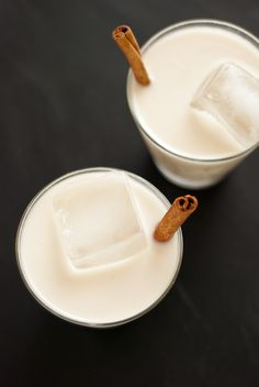 Horchata is a sweet, cinnamon-infused almond and rice milk served in Latin America. I sweeten my horchata with agave and turn it into a cocktail by adding rum! Note that the ingredients require an overnight soak. Recipe yields about 4 cups horchata. Homemade Horchata, Horchata Recipe, Agua Horchata, Food Design, Yummy Drinks, Yummy Food, Delicious Recipes, Cookie Kate, Gastronomia