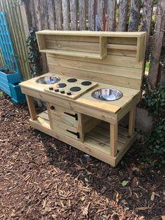 Outdoor Play Kitchen, Diy Mud Kitchen, Mud Kitchen For Kids, Wooden Play Kitchen, Outdoor Play Areas, Kids Play Spaces, Kids Play Area, Childrens Play Area Garden, Childrens Play Kitchen
