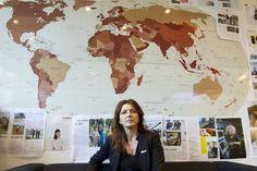 Hun sender norske feltarbeidere til Vest-Afrika for å bekjempe det verste ebolautbruddet noensinne. Det har sin pris.