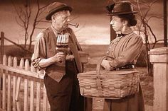 Uncle Henry (Charley Grapewin) talks to Elmira Gulch (Margaret Hamilton).