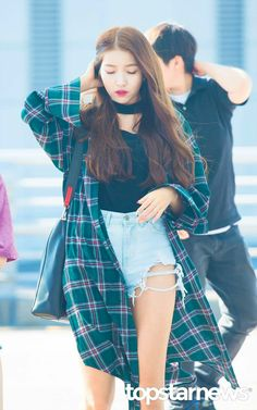 South Korean Girls, Korean Girl Groups, Kpop Girl Bands, Gfriend Sowon, G Friend, Kpop Fashion, Poses, Aesthetic Photo, Simple Style