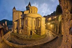 Conques, France  - L'abbatial de Conques, trésor incomparable magnifié par les vitraux contemporains de Pierre Soulages.