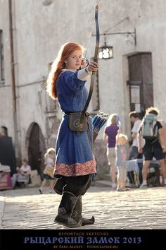 Viking this up for shield maiden attire for Branwen (Kindra) (Looks very Scandinavian. I love her short dress, her boots and her bow! Viking Garb, Viking Dress, Medieval Dress, Historical Costume, Historical Clothing, Viking Clothing, Female Clothing, Nordic Vikings, Viking Culture