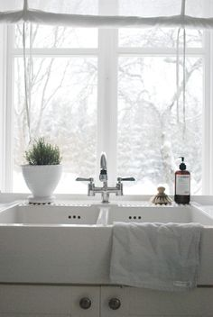 my dream sink like my great grandmother Dora at the neighbors would can in