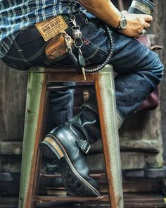 Workwear Fashion, Fashion Outfits, David Beckham Style, Engineer Boots, Mens Boots Fashion, Rugged Style, Raw Denim, Sharp Dressed Man, Jeans And Boots