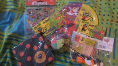SY teemarinki Halloween: muffinivuokia, hämähäkki servettejä, pari pakettia erilaisia cocktail-tikkuja, tarroja ja pahvilautasia.