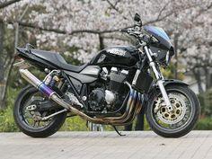 Suzuki GSX 1400 S by Advantage