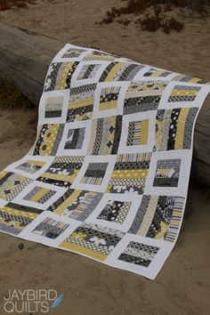 Radio Way from Jaybird Quilts. uses 2 strips.: Radio Way from Jaybird Quilts. uses 2 strips. Jaybird Quilts, Jellyroll Quilts, Scrappy Quilts, Easy Quilts, Denim Quilts, Star Quilts, Quilt Baby, Quilting Projects, Quilting Designs
