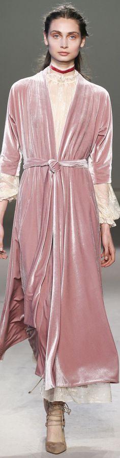 Luisa Beccaria Fall 2016 Ready-to-Wear Fashion Show Luisa Beccaria, Mode Chic, Mode Style, Glamour Moda, Jessica Parker, Velvet Fashion, Armani Prive, Girly Girl, Kappa