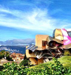 @hotelmarquesderiscal um dos mais lindos em que já estive na Espanha ideal para os apreciadores do vinho. Veja lá no blog nossa seleção de hotéis de luxo no país que tanto adoramos!