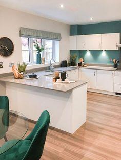 Kitchen Room Design, Kitchen Cabinet Design, Modern Kitchen Design, Home Decor Kitchen, Interior Design Kitchen, Kitchen Contemporary, Teal Kitchen, Kitchen Ideas, White Gloss Kitchen