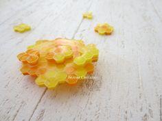 Купить Медовый Соты Брошь из полимерной глины - оранжевый, Медовый, мед, соты, медовый кулон