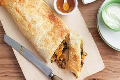 Lentil and Spinach - Slice through the crisp pastry and dig into the hearty vegetarian filling with that sweet mango chutney powering up the flavour. Spinach Puff Pastry, Savory Pastry, Spinach Pie, Spinach Recipes, Cake Ingredients, Fish Recipes, Whole Food Recipes, How To Cook Mushrooms