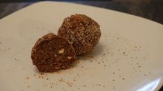 Raw coca almond balls! Check out A Meat Free Month on Facebook and at: ameatfreemonth.org, where you can sign up to receive a free recipe delivered to your email each day for 30 days! 100% free. Each email is filled with tips, tricks and information about healthy food! www.ameatfreemont... #meatfreemonth #meatfree #vegan #plantbased #healthy #glutenfree #recipe