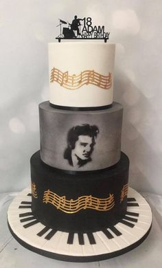 Airbrushed Elvis and Edible Cake lace Music Elvis Cakes, Elvis Presley Cake, Elvis Presley's Birthday, Birthday Cakes, 80th Birthday, Cake Pop Holder, Yoda Cake, Edible Cake Toppers, Occasion Cakes