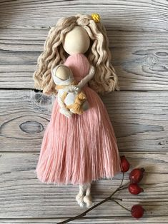 Yarn Dolls, Felt Dolls, Great Gifts For Mom, Gifts For New Moms, Expecting Mom Gifts, Pregnancy Gifts, Macrame Design, Macrame Projects, Boho Nursery