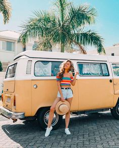 Poses Photo, Picture Poses, Tumblr Photography, Girl Photography Poses, Poses Pour Photoshoot, Sarah Betts, Vintage Summer Outfits, Bus Girl, Instagram Pose