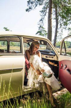 trouwfoto natuur - Google zoeken Lifestyle Photography, Wedding Photography, Google, Wedding Photos, Wedding Pictures, Bridal Photography, Wedding Poses