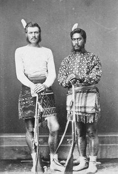 Colonial New Zealand Wars. Maori and militia. Maori Tattoos, Borneo Tattoos, Tribal Tattoos, Bracelet Maori, Old Photos, Vintage Photos, Nz History, Polynesian People, Zealand Tattoo