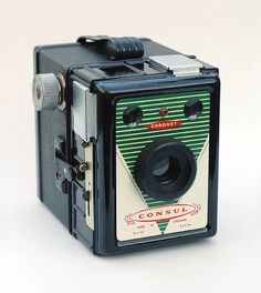 Coronet Consul by John Kratz, via Flickr Box camera constructed of metal and bakelite, made in England around 1950. Nearly identical to the Coronet Captain, but less common.
