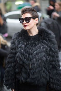 Street style en noir. 74 chic street style looks spotted at Paris Couture Week.