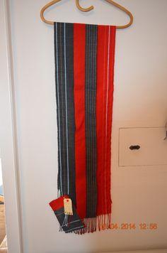 Dobbeltvævet halstørklæde i uld, med refleksstriber