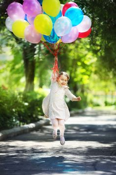 fun with balloons! Little People, Little Girls, Cute Kids, Cute Babies, Kind Photo, Foto Fantasy, Foto Baby, Shooting Photo, Beautiful Children