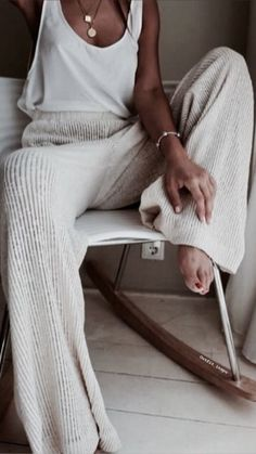 25 Best Online Shopping Sites for Women (updated Cozy cream and white look. Loving these wide leg sweater pants! Great casual look for lounging.Cozy cream and white look. Loving these wide leg sweater pants! Great casual look for lounging. Lounge Outfit, Lounge Wear, Mode Outfits, Casual Outfits, Classy Style Outfits, Glamorous Outfits, 30 Outfits, Travel Outfits, Woman Outfits