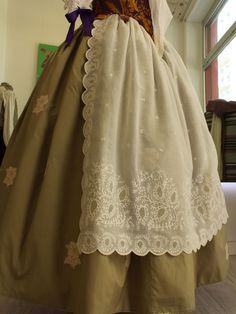 Indumentaria Valenciana Femenina - Carlos Salvador Victorian Aprons, Diana Gabaldon Outlander, Historical Costume, Ladies Day, Edwardian Era, Costumes, Sewing, Skirts, Salvador