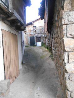calle en el barrio del castillo.