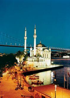 Istanbul in 12 hours - Набережная Ортакей с одноименной мечетью, променадом, ресторанами и межконтинентальным мостом неподалеку